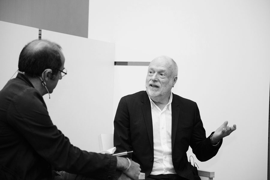Collecting Live: In Conversation with the Players (Han Nefkens in conversation with Carles Guerra)